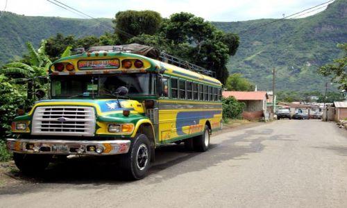 Zdjęcie GWATEMALA / Jezioro Atitlan / Santo Domingo / chicken bus