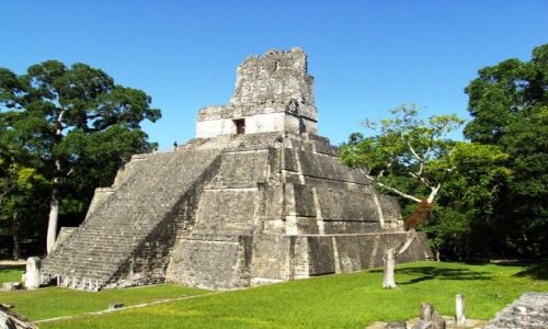 GWATEMALA / Tikal / ruiny Tikal / piramida majów