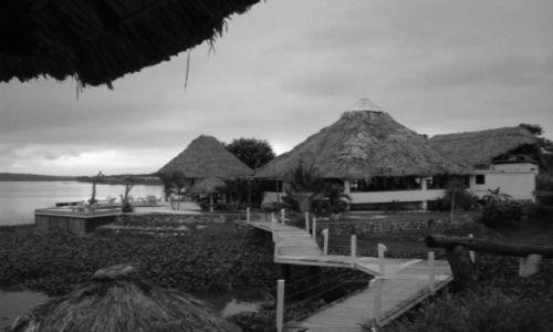 GWATEMALA / El Peten / Gwatemala / Na jeziorem Peten