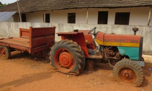 Zdjęcie GWINEA BISSAU / Wyspy Bijagos / Roxa / Maszyny rolnicze nie są najnowsze