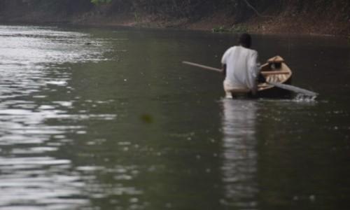 Zdjęcie GWINEA RÓWNIKOWA / Centro Sur / Rzeka Mbini / Rzeka i wioślarz
