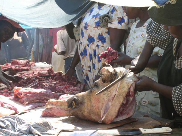 Zdjęcia: wioska na Haiti, stoisko mięsne, HAITI