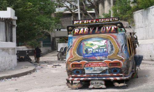 HAITI / brak / Port au Prince / Tap tap - środek lokomocji+ wyraz artystycznej duszy właściciela