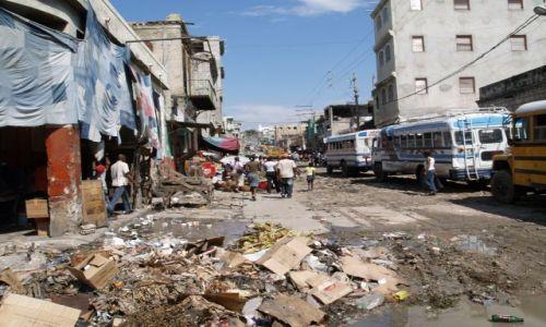 Zdjęcie HAITI / brak / Port au Prince / Jedna z głównych ulic stolicy Haiti
