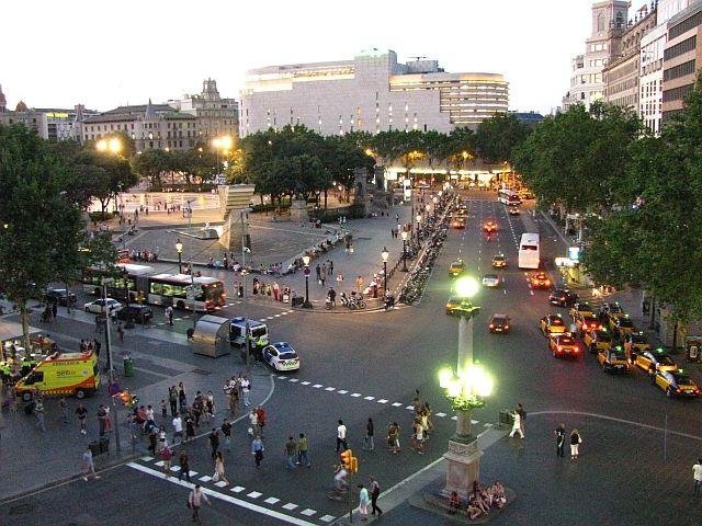 Zdjęcia: Barcelona, Katalonia, Plac Kataloński o zmierzchu, HISZPANIA