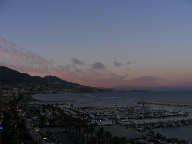 Zdjęcia: Fuengirola, Andaluzja-Costa del Sol, Miasto w półmroku, HISZPANIA