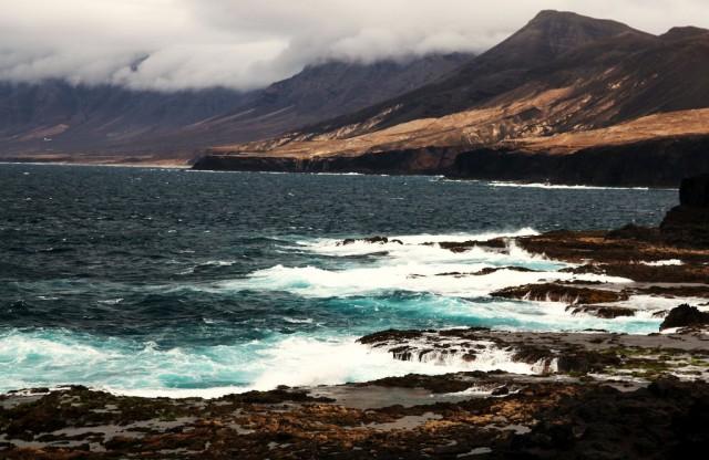 Zdjęcia: Półwysep Jandia/ Punta Pesebre, Fuerteventura/Wyspy Kanaryjskie, Chmury nad Cofete, HISZPANIA
