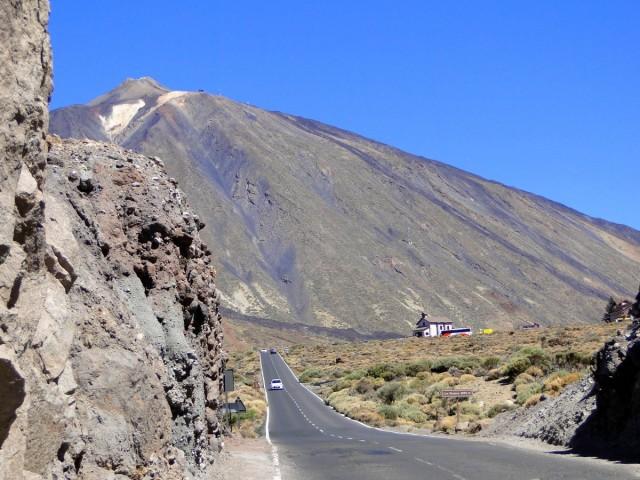 Zdjęcia: Teneryfa, Park Narodowy del Teide, Wyspy Kanaryjskie, Droga na wulkan., HISZPANIA