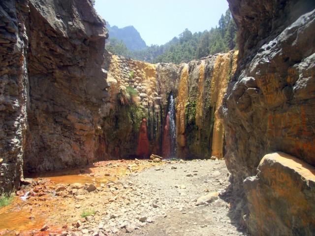 Zdjęcia: Wyspa La Palma, Wyspy Kanaryjskie, Kolorowy Wodospad, Cascada de los Colores, HISZPANIA