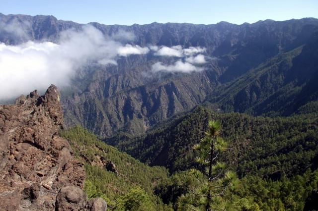 Zdjęcia: La Palma, Park Narodowy Caldera de Taburiente, Wyspy Kanaryjskie, Caldera de Taburiente widok z La Cumbrecity, HISZPANIA
