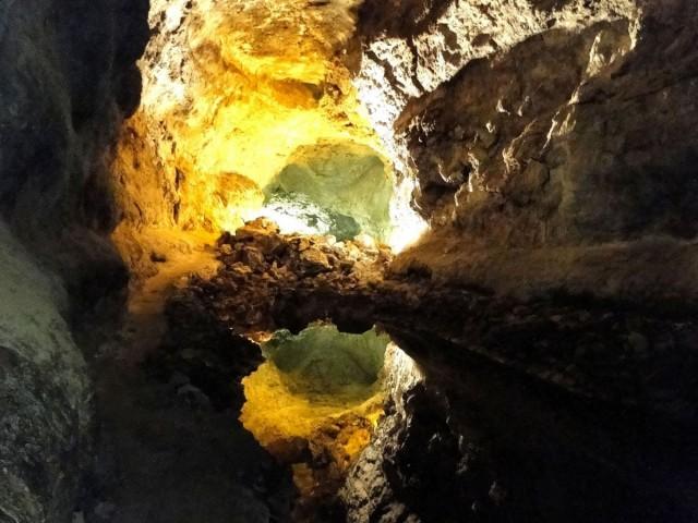 Zdjęcia: Lanzarote, Wyspy Kanaryjskie, W tunelu lawowym Cueva de los Verdes., HISZPANIA