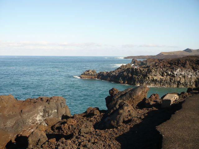 Zdjęcia: lanzarote, Lanzarote, skały i fale, HISZPANIA