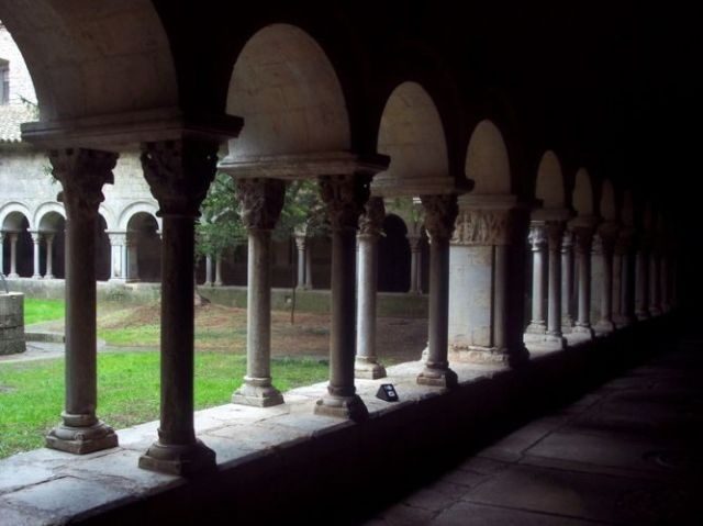 Zdjęcia: Girona, Katalonia, Krużganek, HISZPANIA