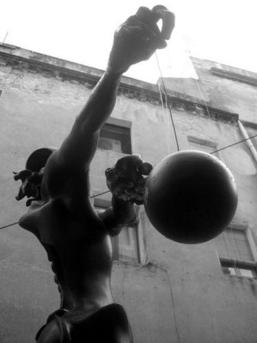 Zdjęcia: Figueres, Katalonia, Rzeźba przed Museo-Teatro Dali II, HISZPANIA