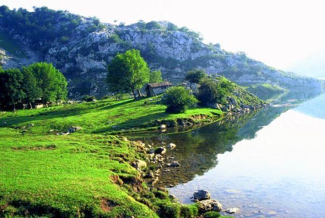 Zdj�cia: Picos de Europa, Lago Enol, Asturia, Roz�wietlone lipcem, HISZPANIA