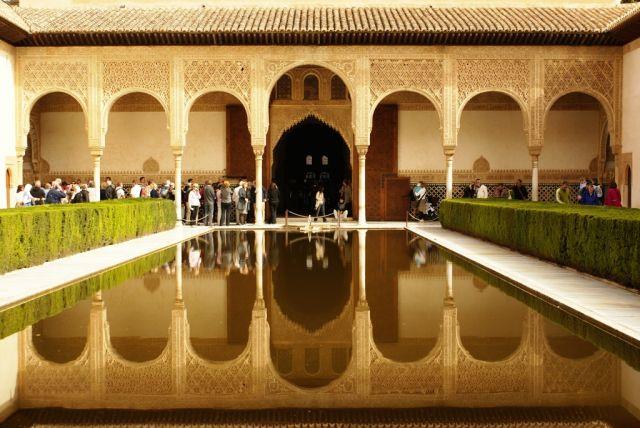Zdjęcia: Granada/Alhambra, Andaluzja, Zatłumiony dziedziniec, HISZPANIA