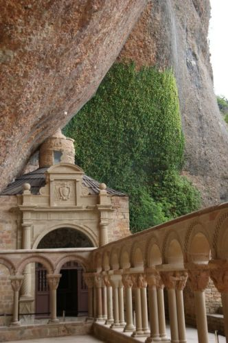 Zdjęcia: San Juan de la Pena, Srodkowe Pireneje, Uroczy stary klasztor, HISZPANIA