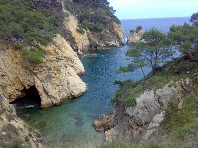 Zdjęcia: Castell, Girona, Tunel w skale, HISZPANIA