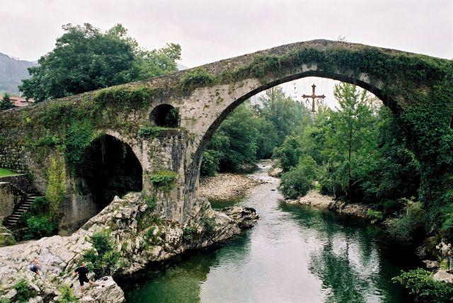 Zdj�cia: Most rzymski w Cangas de Onis, Asturia, Tam, gdzie nie stan�a stopa Maura, HISZPANIA