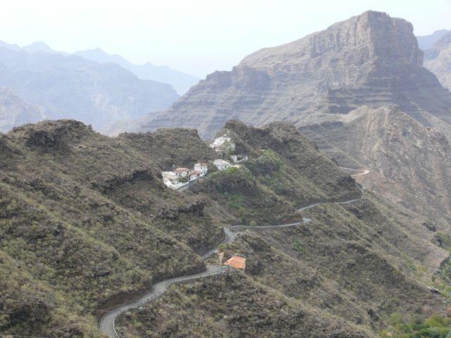 Zdjęcia: Gran Canaria, Wyspy Kanaryjskie, Domki posród gór, HISZPANIA