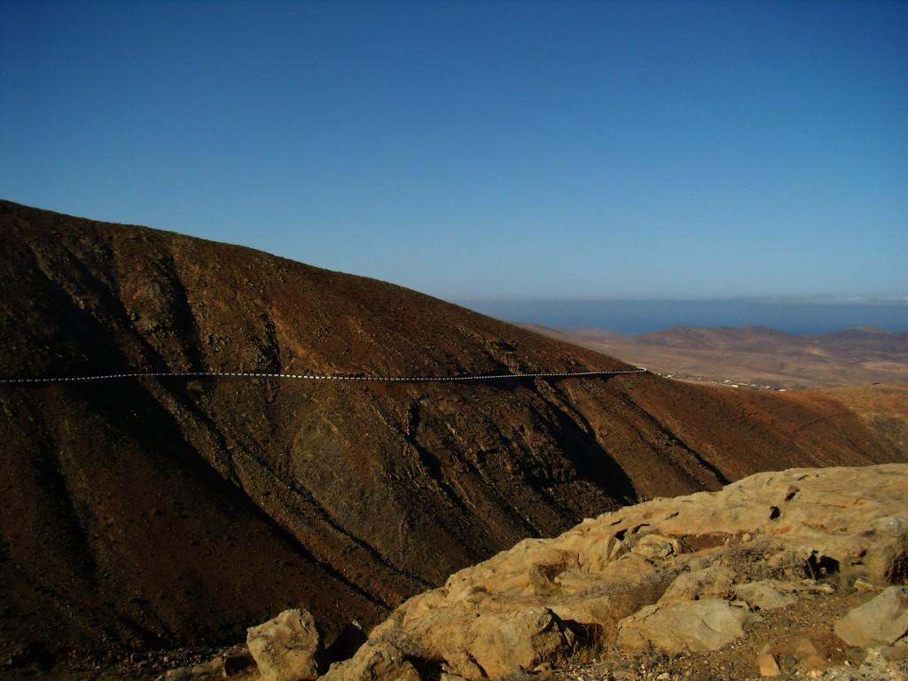 Zdjęcia: Fuerteventura, góry wulkaniczne, Wyspy Kanaryjskie, droga, HISZPANIA