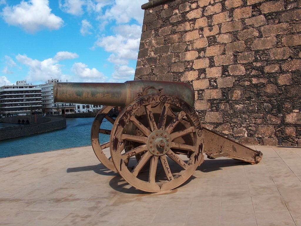 Zdjęcia: Fuertaventura, Fuertaventura, Dawniej z takich strzelano, HISZPANIA