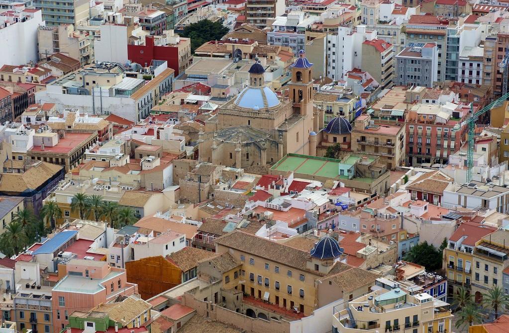 Zdjęcia: Zamek św. Barbary - Castillo de Santa Bárbara, Alicante, Dachy starego miasta, HISZPANIA