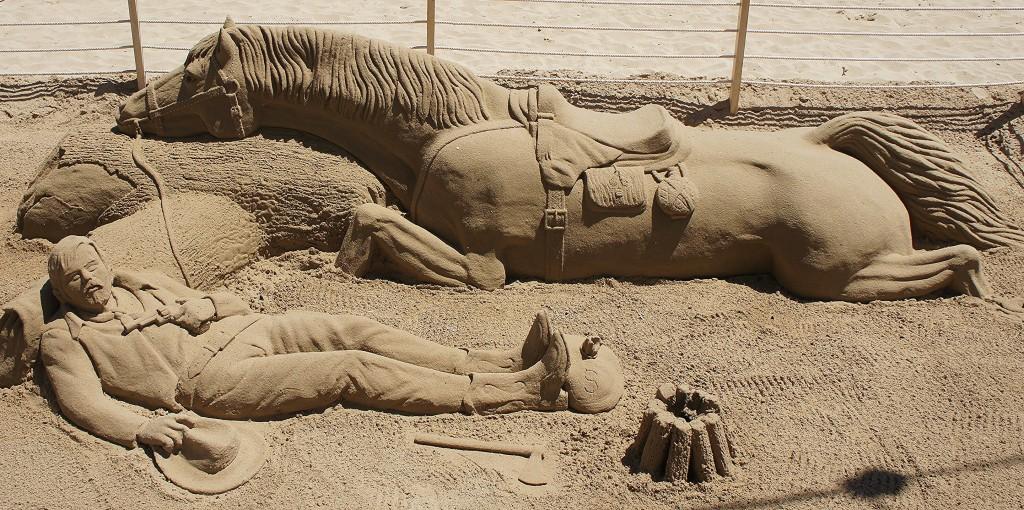 Zdjęcia: Benidorm, rzeźba z piasku, Alicante, Strudzeni drogą, HISZPANIA
