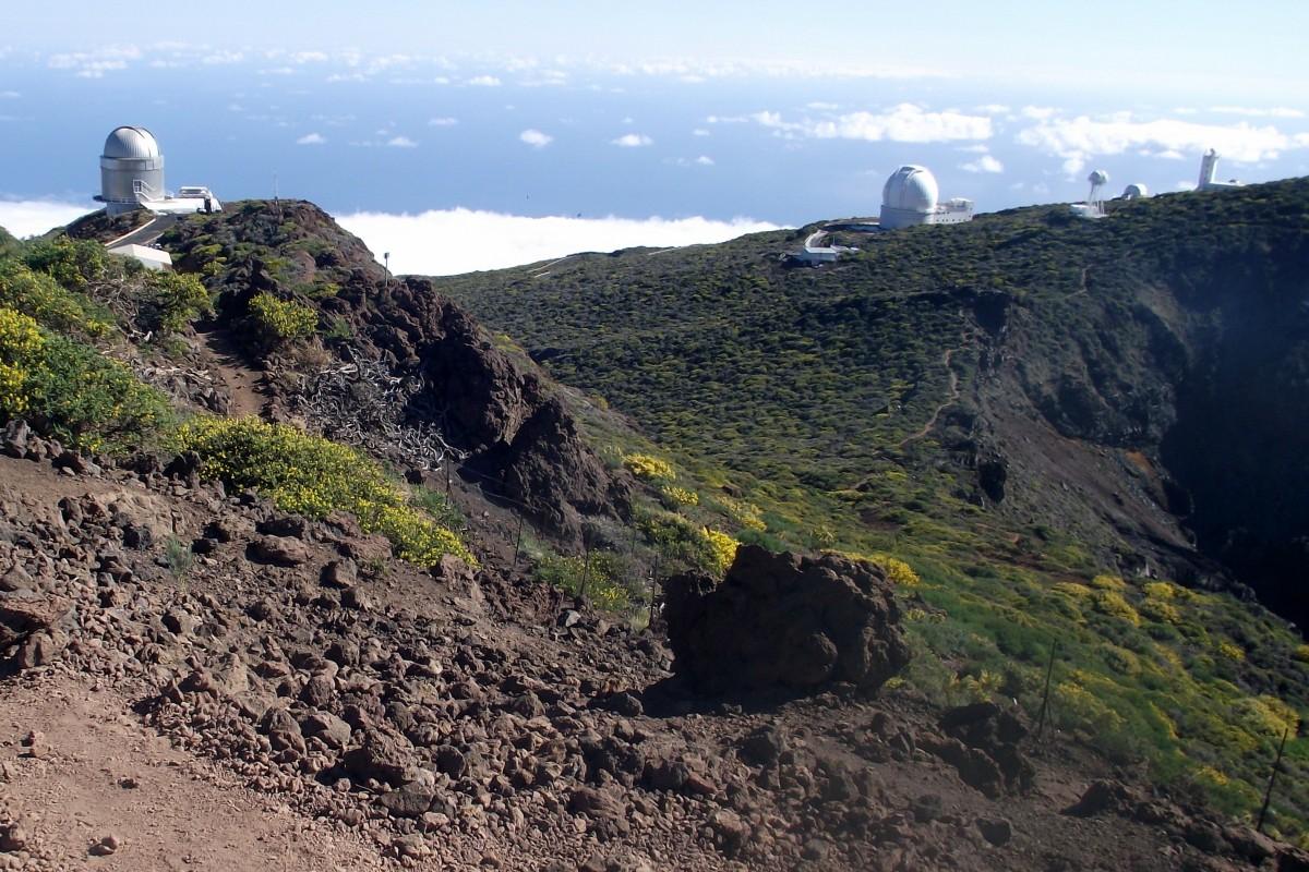 Zdjęcia: La Palma, Park Narodowy Caldera de Taburiente, Wyspy Kanaryjskie, teleskopy Obserwatorium Astronomicznego na dachu La Palmy, HISZPANIA