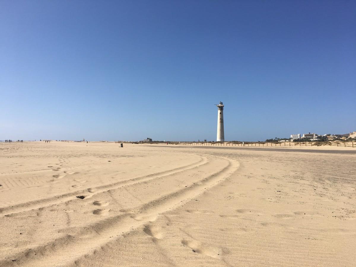 Zdjęcia: Fuerteventura, Morro Jable, Latarnia w oddali, HISZPANIA