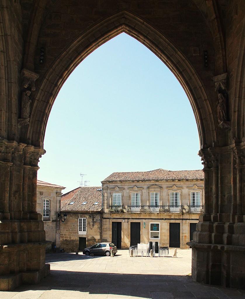 Zdjęcia: Tui, Galicja., W bramie katedry, HISZPANIA