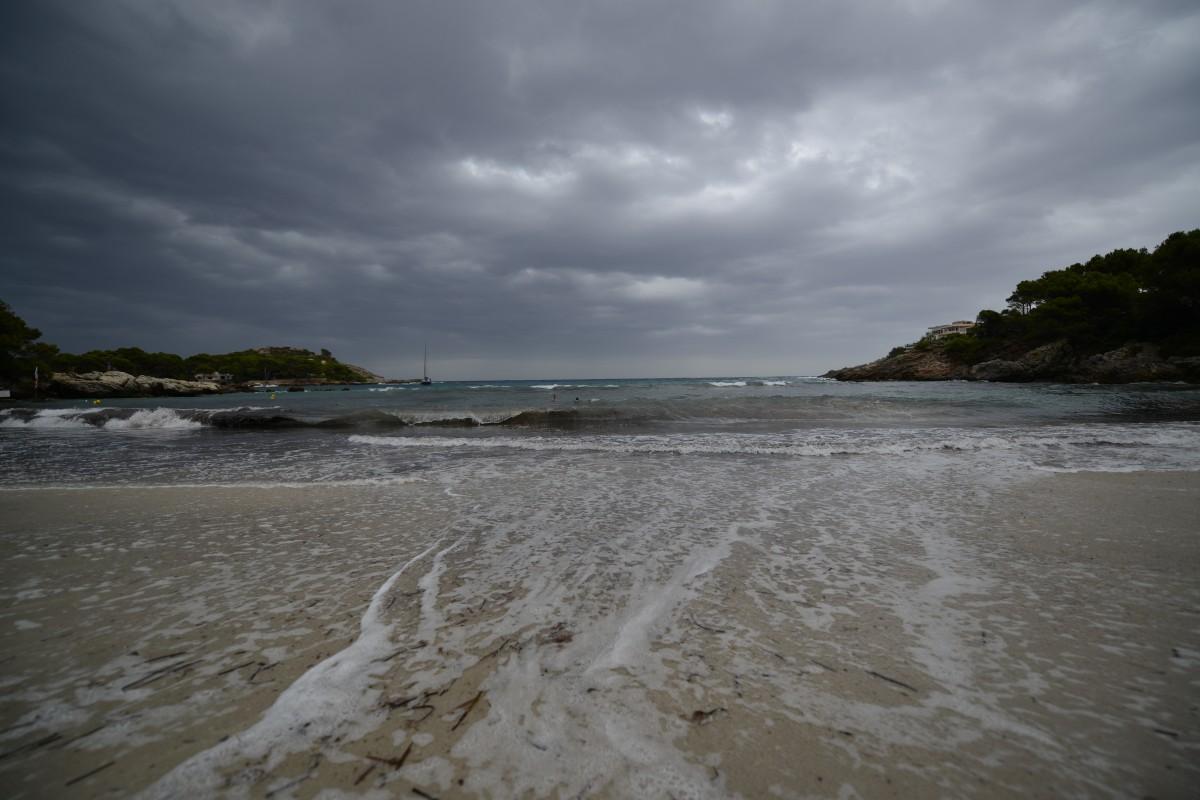 Zdjęcia: Majorka, FONT DE SA CALA, Zatoczka - burzliwa pogoda, HISZPANIA