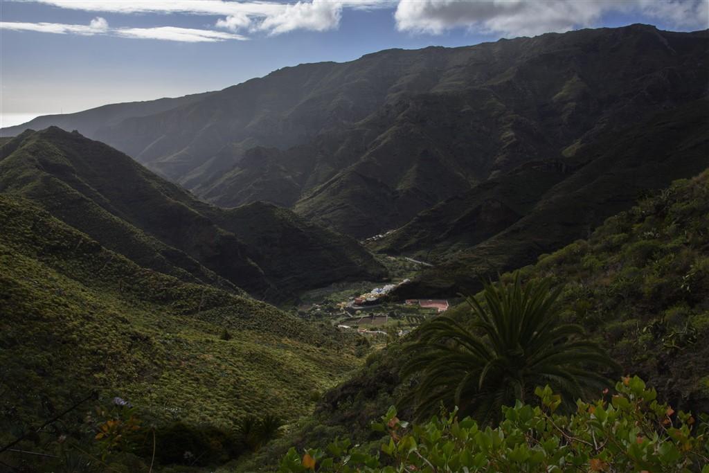 Zdjęcia: okolice Parku Narodowego Garajonay, LA GOMERA, otulone górami, HISZPANIA