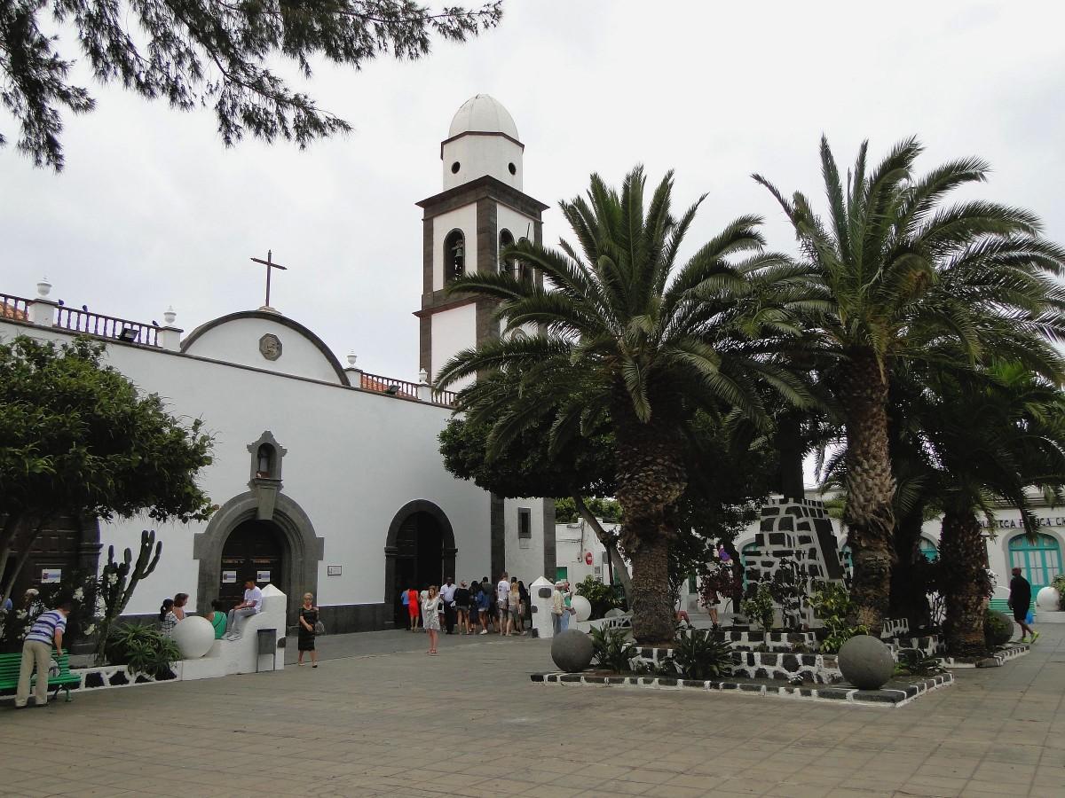 Zdjęcia: Lanzarote, Wyspy Kanaryjskie, Wspomnienie z Lanzarote - kościół w Arrecife, HISZPANIA