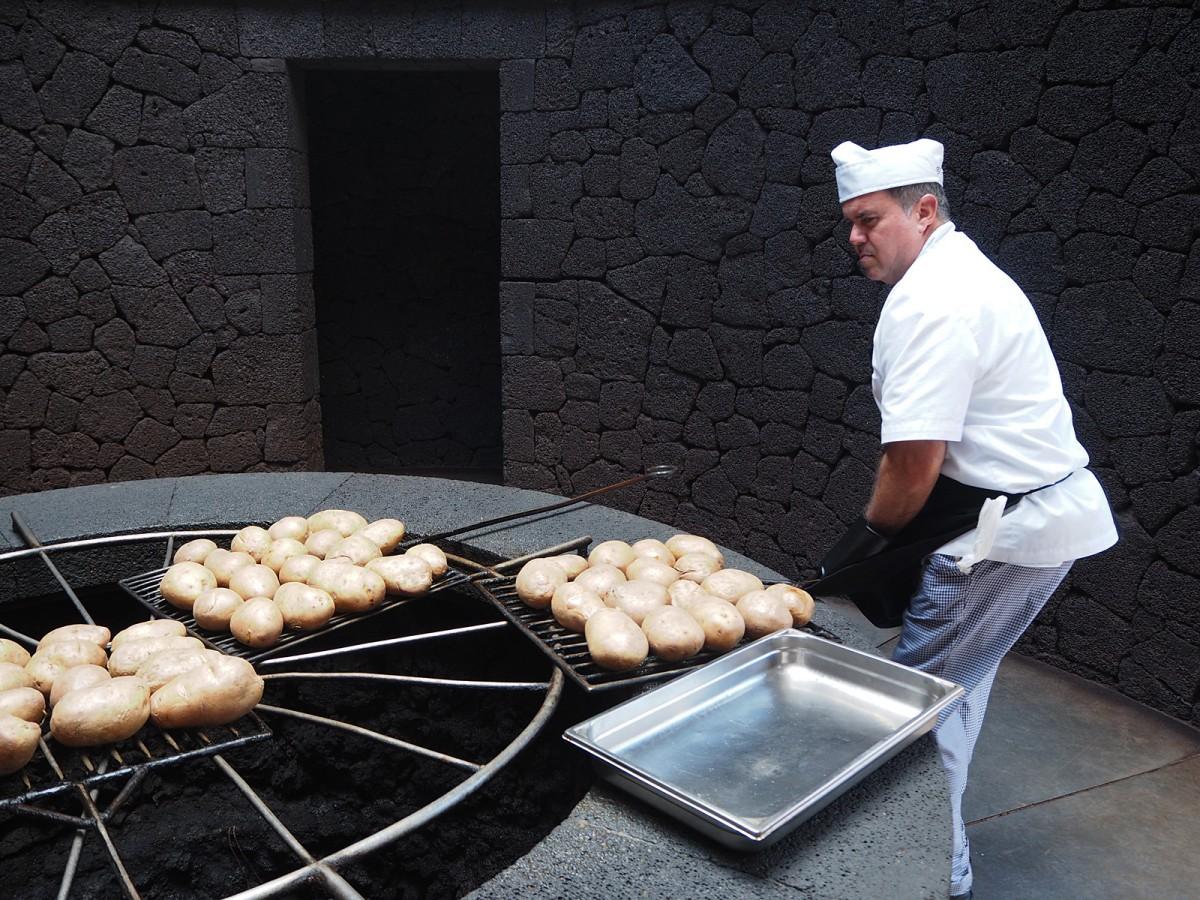Zdjęcia: Lanzarote, Wyspy Kanaryjskie, Naturalny grill na wulkanie, HISZPANIA