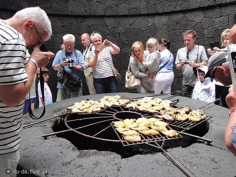 Zdjęcia: Park Narodowy Timanfaya, Wyspy Kanaryjskie - Lanzarote, Fascynacja kurczaczymi udami?, HISZPANIA