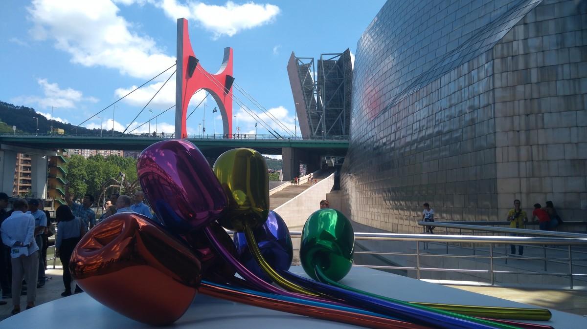 Zdjęcia: Muzeum Guggenheima, Bilbao, Barwna ekspozycja, HISZPANIA