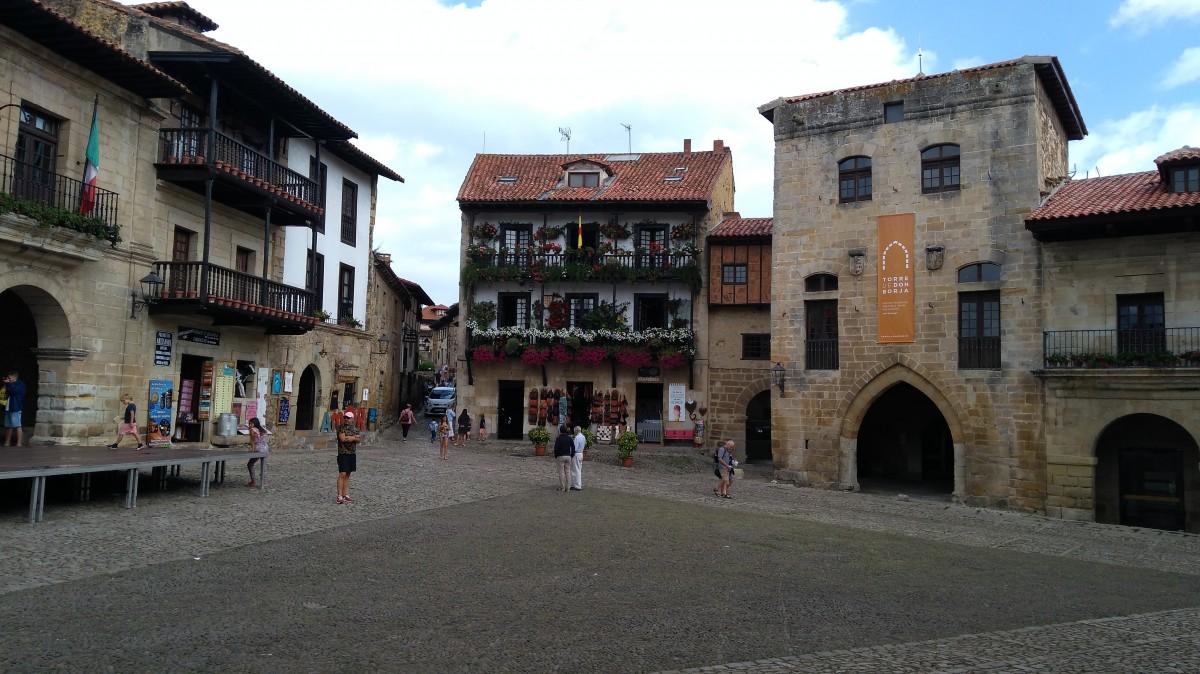 Zdjęcia: Santilliana del Mar, Cantabria, Rynek, HISZPANIA