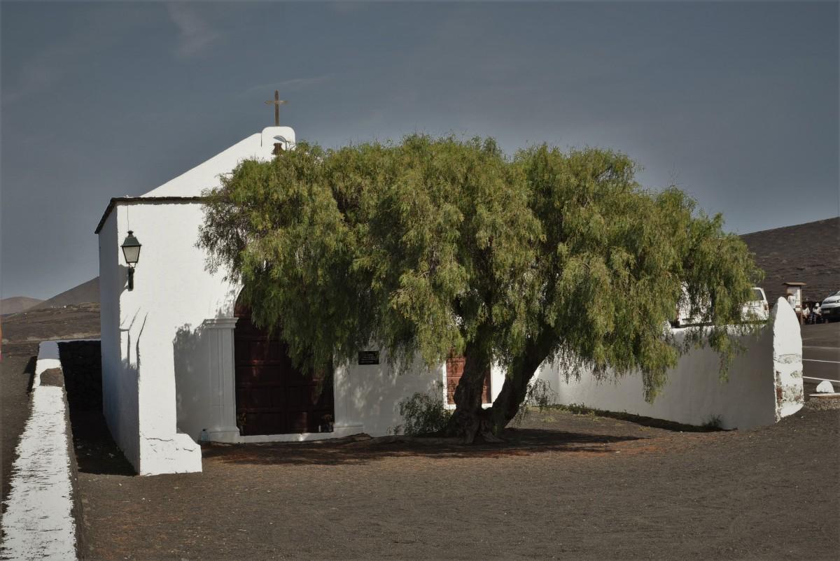 Zdjęcia: Parque Nacional de Timanfaya, Wyspy Kanaryjskie, Lanzarote, kapliczka, HISZPANIA