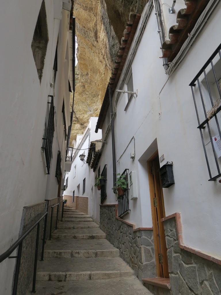 Zdjęcia: Setenil de las Bodegas, Andalusia, Uliczka w skale, HISZPANIA