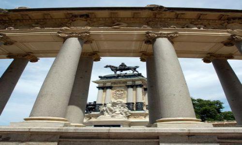 HISZPANIA / Madryt / Parque del Retiro. / Pomnik Alfonsa XII