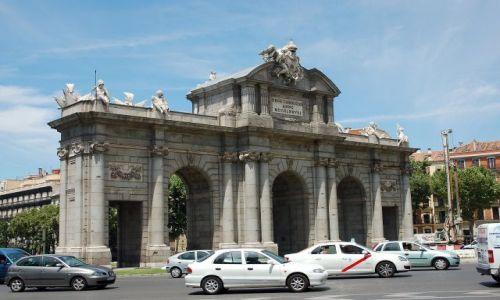 Zdjęcie HISZPANIA / Madryt / Plaza de Independencia. / Puerta de Alcala.