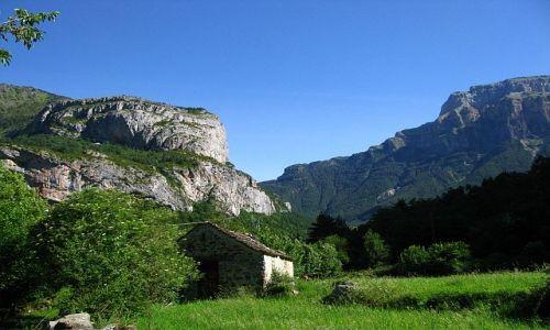 HISZPANIA / dolina Ordessa / Pireneje hiszpańskie / góralska chata