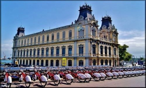 Zdjecie HISZPANIA / Katalonia / Barcelona / Port de Barcelona (i rząd rowerków)