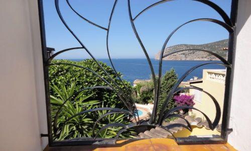 Zdjecie HISZPANIA / - / camp de mar / przez okno