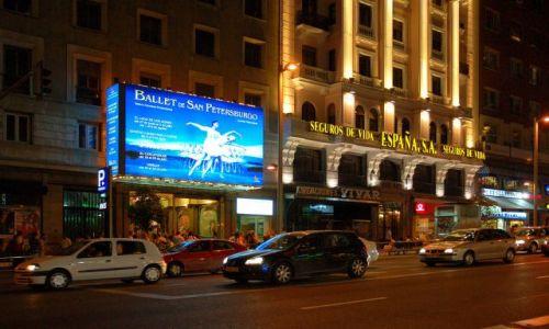 Zdjecie HISZPANIA / Kastylia / Madryt / Gran Via nocą.