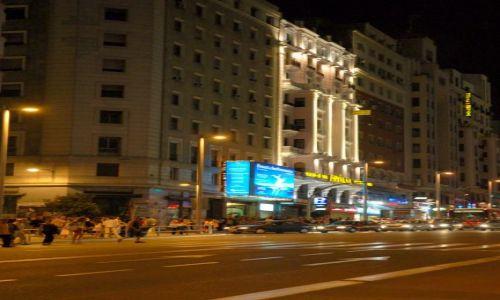 Zdjęcie HISZPANIA / Kastylia / Madryt / Gran Via nocą.