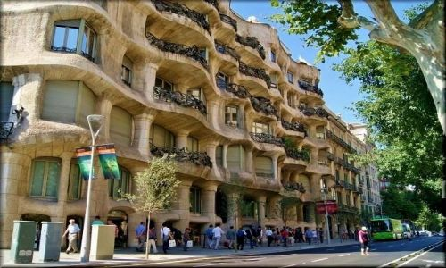 Zdjęcie HISZPANIA / Katalonia / Barcelona / Barcelona - Casa Milŕ - La Pedrera