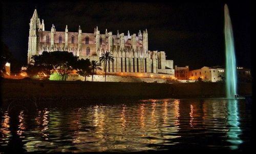 HISZPANIA / Majorka / Palma / Katedra La Seu nocą
