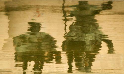 Zdjecie HISZPANIA / Madryt / pomnik Cervantesa / dwaj przyjaciele z dzieciństwa...